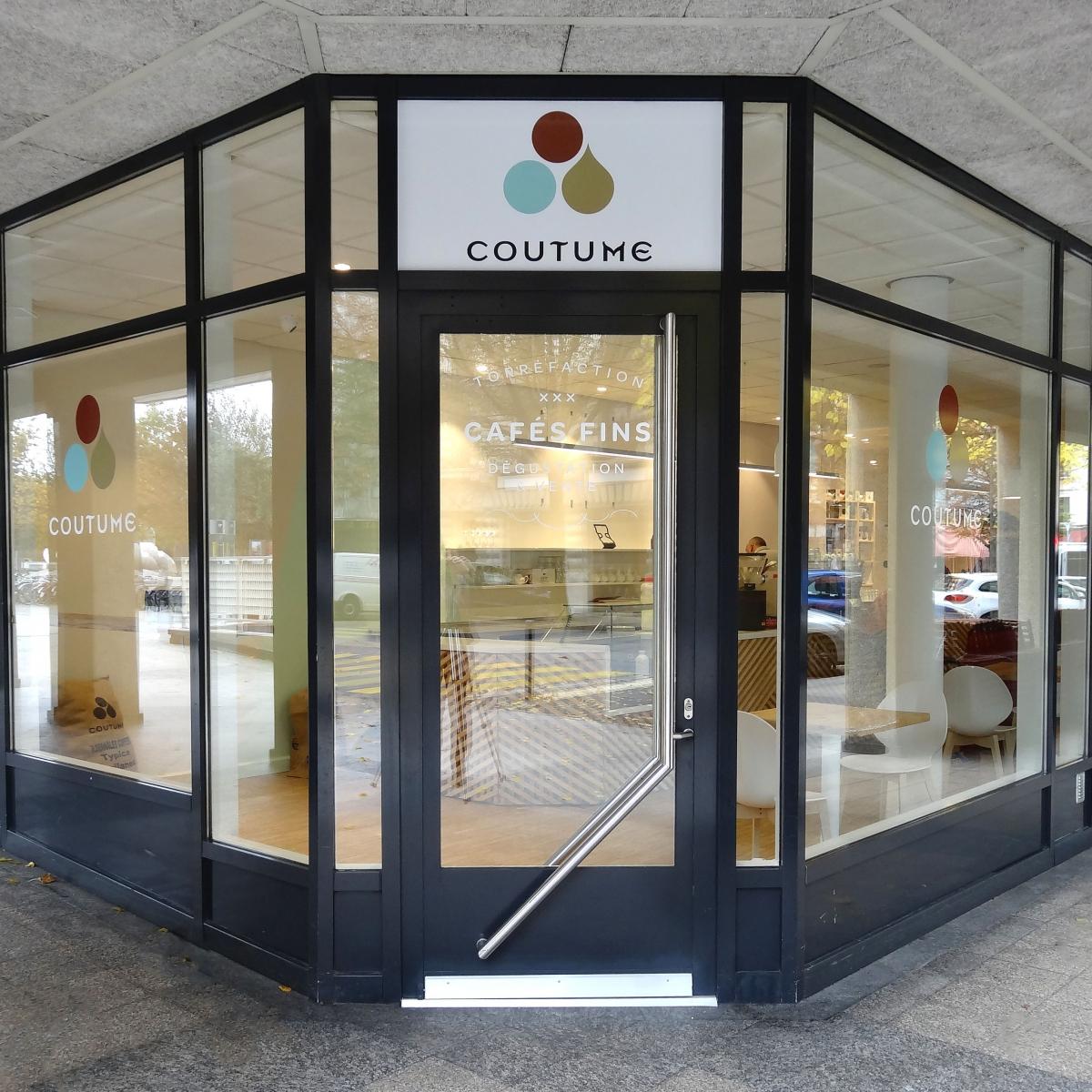 PROJET 16 – RENOVATION ET AMENAGEMENT D'UN SUPERBE BAR A CAFE DE LUXE A GENEVE